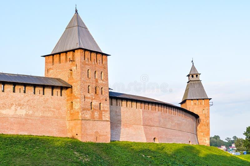 Prinstoren en Verlossertoren van Veliky Novgorod het Kremlin, Rusland stock afbeeldingen