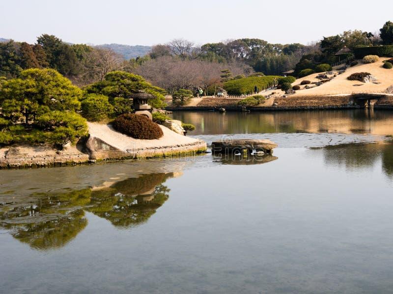 Download Printemps Dans Le Jardin Japonais Photo stock - Image du étang, réflexion: 45366730