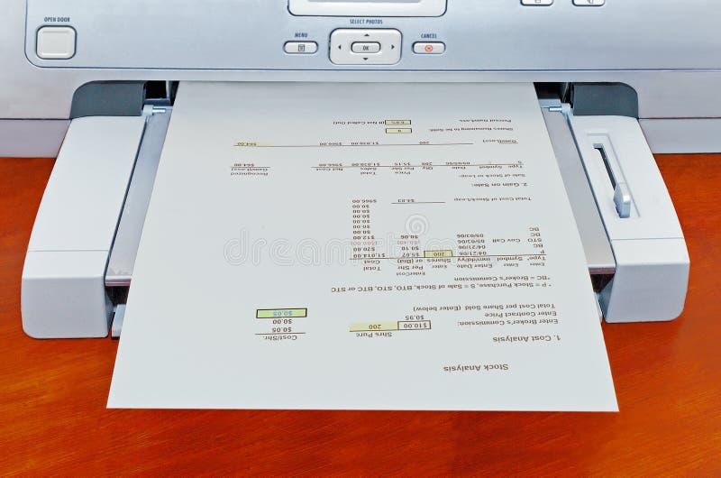 Printer die rapport produceert stock afbeeldingen