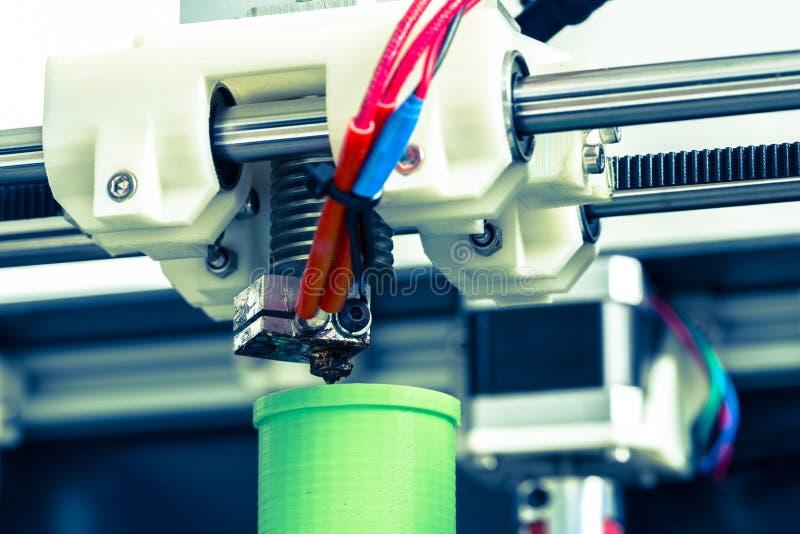 printing 3d med ljus - grön glödtråd arkivbilder