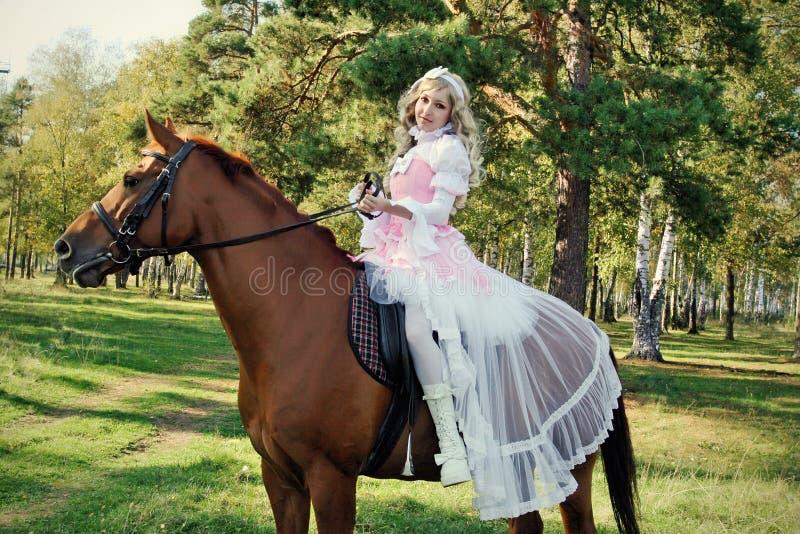 prinzessin auf dem pferd stockfoto bild von grün pferd