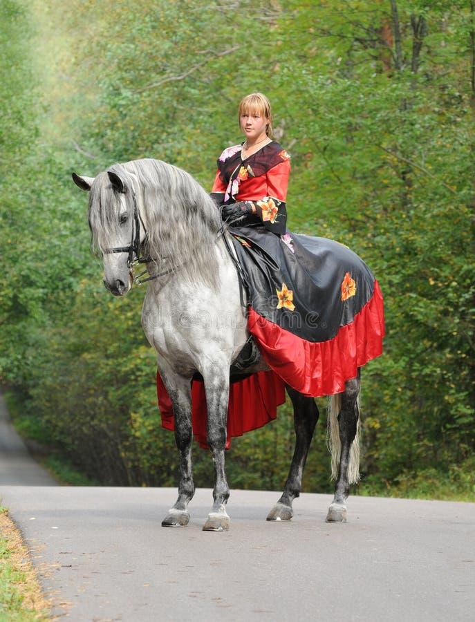 Prinzessin auf Pferd lizenzfreie stockfotografie