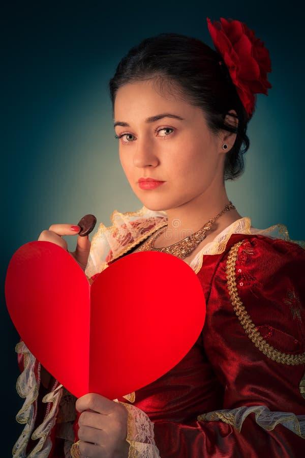 Prinzessin Portrait mit Herz-geformter Karte stockfoto