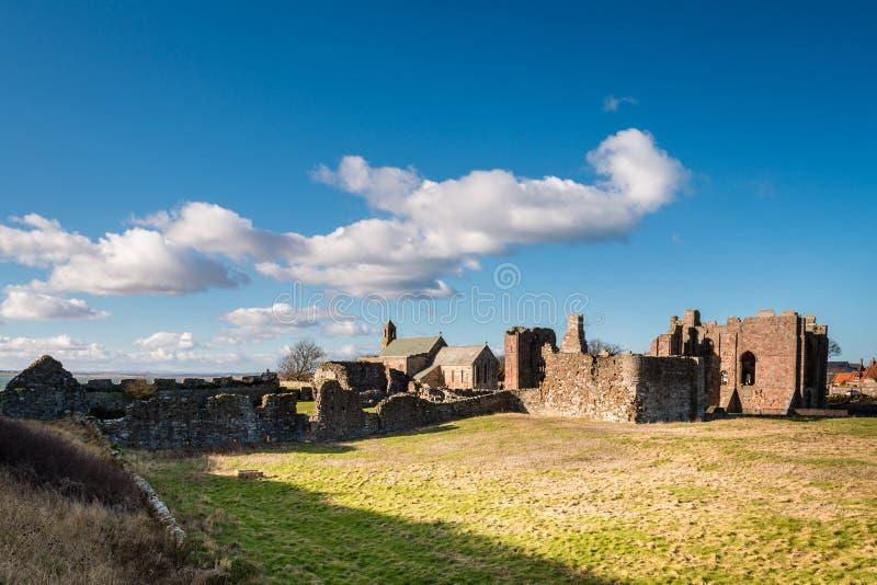 Priorato e iglesia de Lindisfarne fotos de archivo