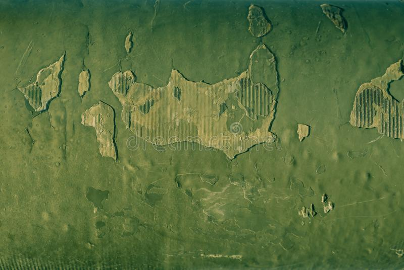 Priorità bassa arrugginita Vecchio di piastra metallica con la vernice brillante verde incrinata fotografia stock