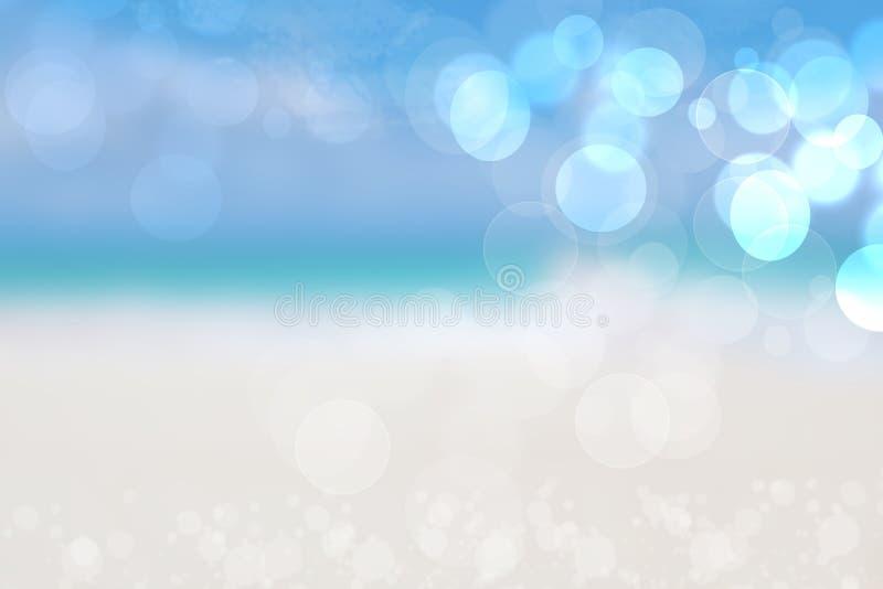 Priorità bassa astratta del mare Fondo sabbioso astratto della spiaggia di estate con le luci del bokeh sul cielo blu-chiaro Bell immagini stock libere da diritti
