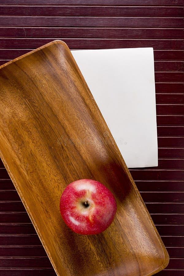 Priorità bassa con la mela immagine stock