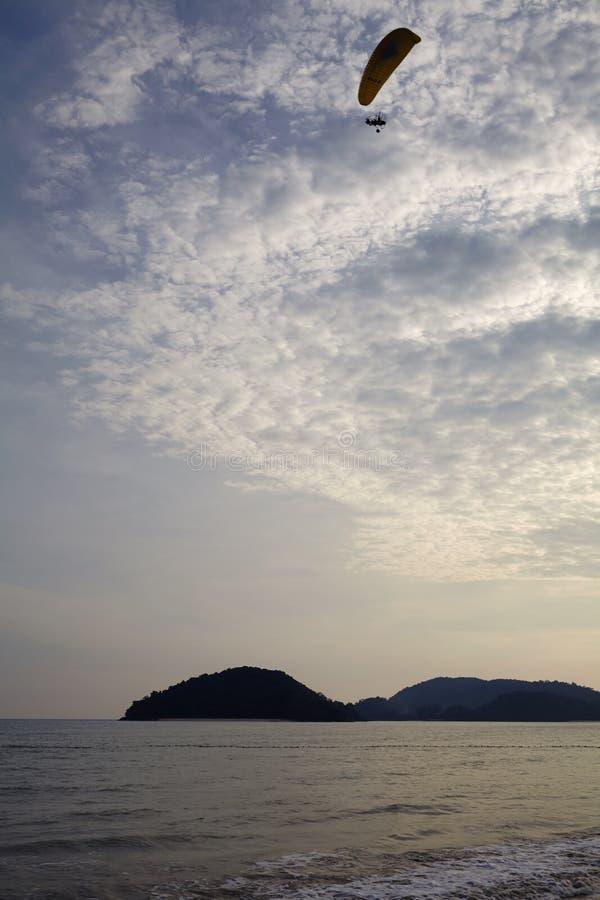 Priorità bassa del cielo su alba Composizione nella natura fotografia stock libera da diritti