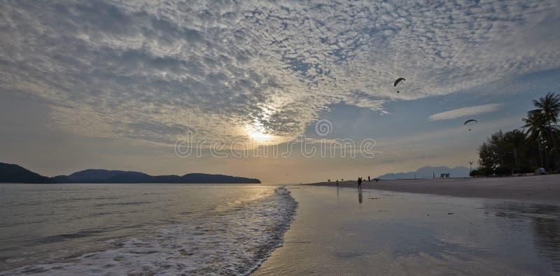Priorità bassa del cielo su alba Composizione nella natura immagini stock libere da diritti