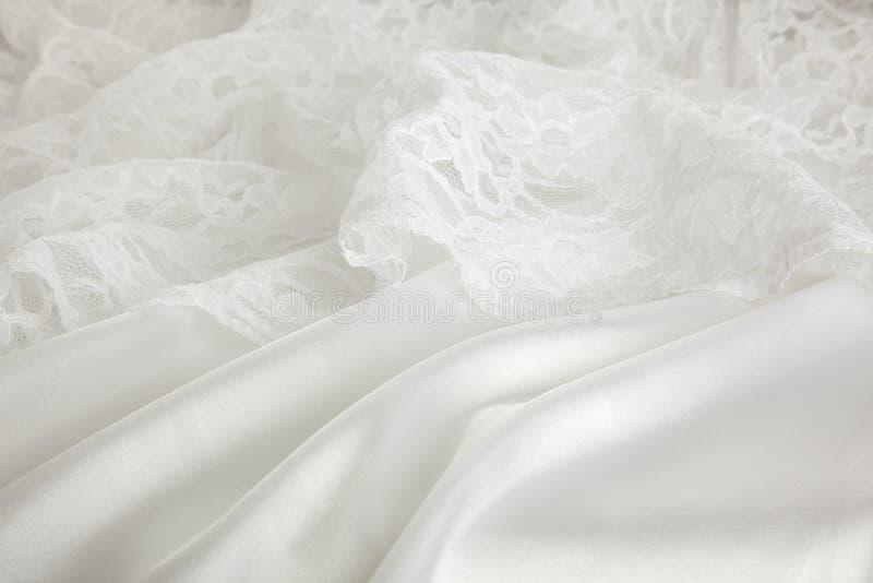 Priorità bassa del vestito da cerimonia nuziale del merletto e dalla seta fotografia stock libera da diritti