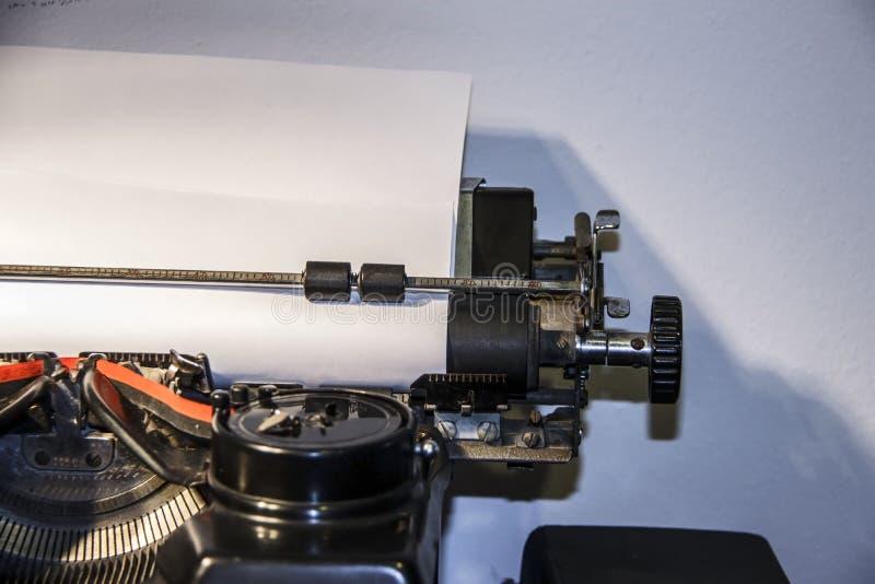 Priorità bassa dell'annata Vecchia macchina da scrivere immagine stock libera da diritti