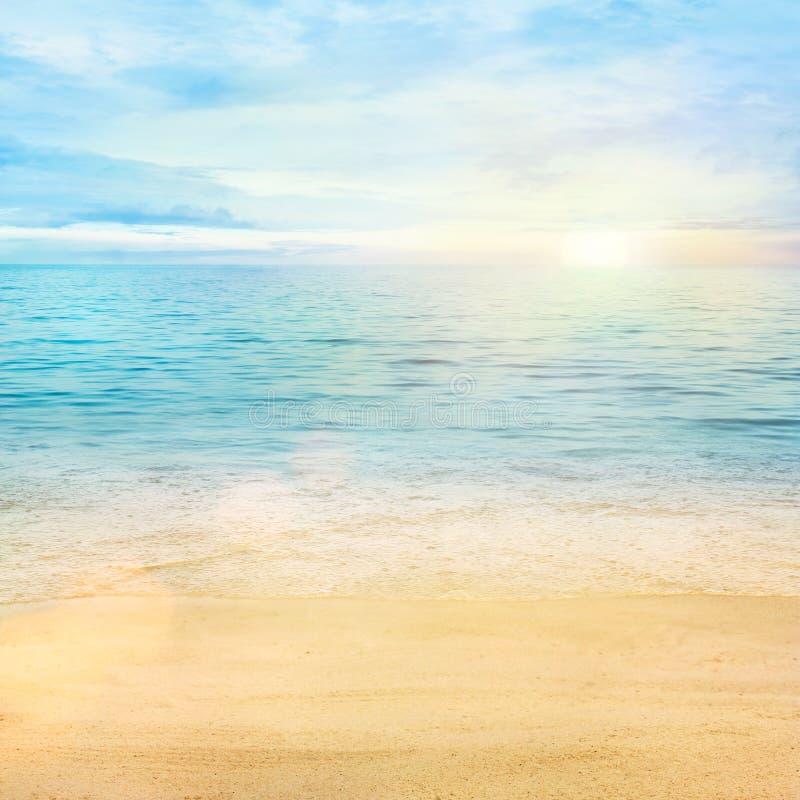 Priorità bassa della sabbia e del mare fotografie stock libere da diritti