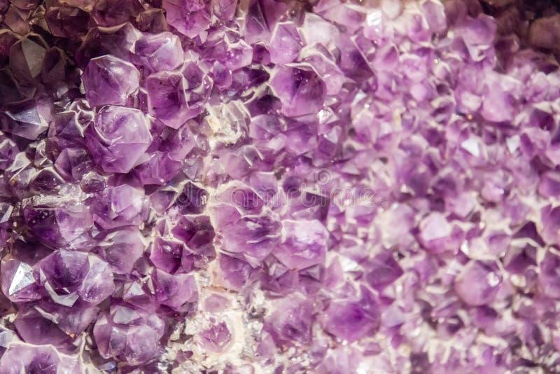 Priorità bassa di cristallo Amethyst immagini stock libere da diritti