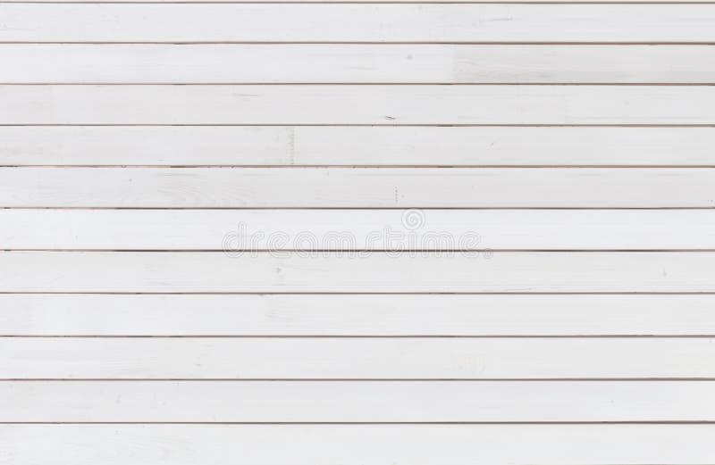Priorità bassa di legno bianca Painted ha raschiato il bordo di legno Modello luminoso di struttura fotografia stock