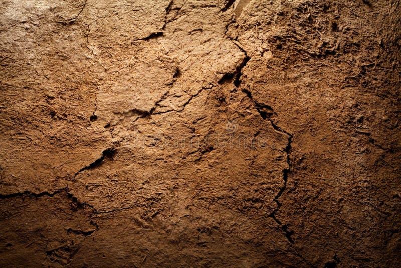 Priorità bassa di struttura - asciughi la terra marrone incrinata fotografie stock