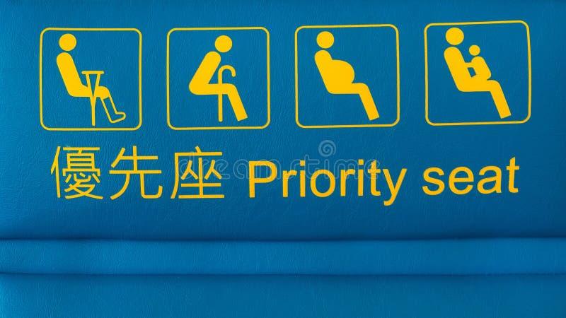 Prioritätssitze vorbereitet für Handikapleute bei Hong Kong International Airport lizenzfreie stockfotos