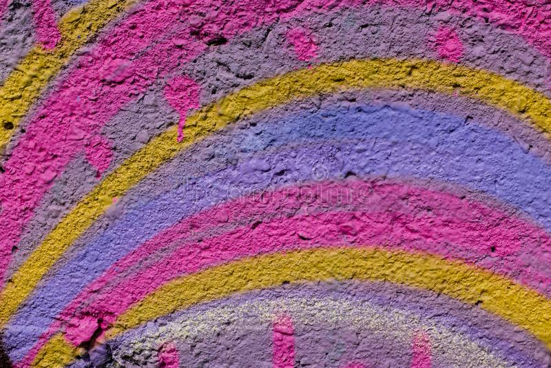 Priorit? bassa astratta variopinta Colori dell'arcobaleno di pittura sul contesto luminoso del muro di cemento Fondo di astrattis immagini stock libere da diritti