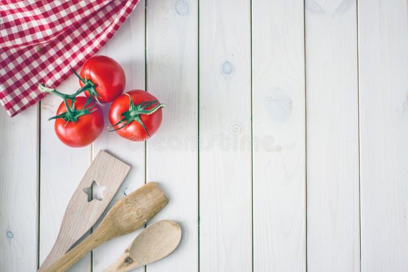 Priorit? bassa culinaria La superficie di legno bianca fotografia stock libera da diritti