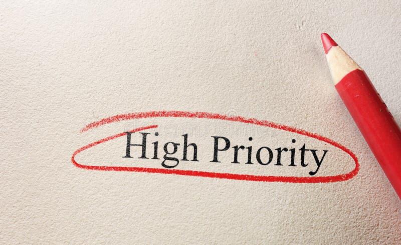 Prioriteits rode cirkel stock afbeeldingen
