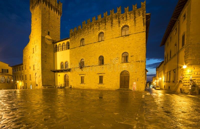 priors夜阿雷佐托斯卡纳意大利欧洲的宫殿 免版税库存图片