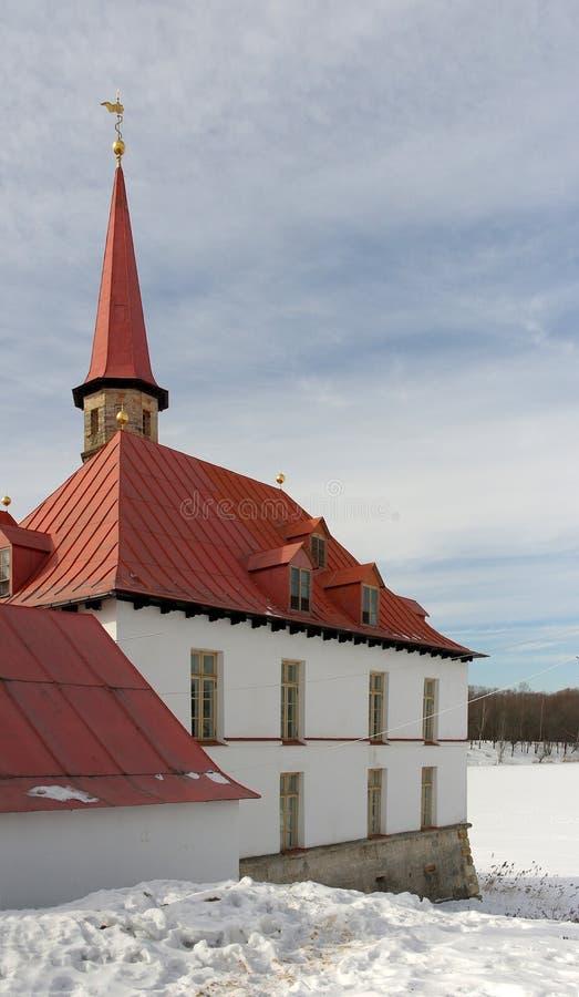 Priorsklosterslott i vinter, Gatchina, Ryssland, tsar Paul 1 royaltyfri fotografi