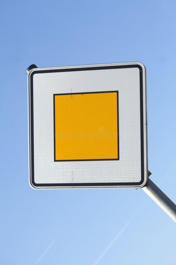 Priorytetu ruchu drogowego znak zdjęcia royalty free