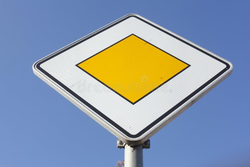 Priorytetu ruchu drogowego znak fotografia stock