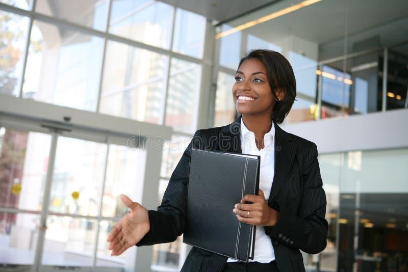Prise de contact de femme d'affaires image libre de droits