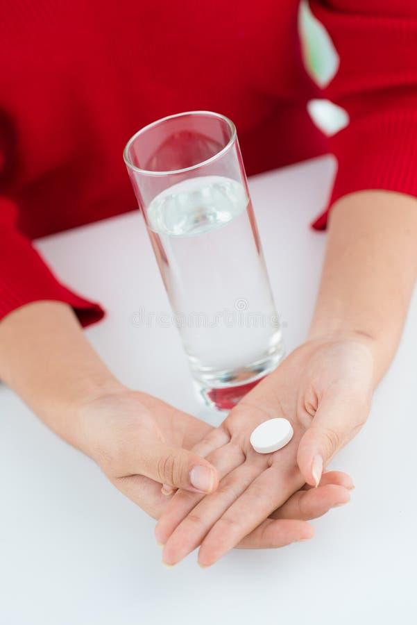 Prise des pilules images libres de droits