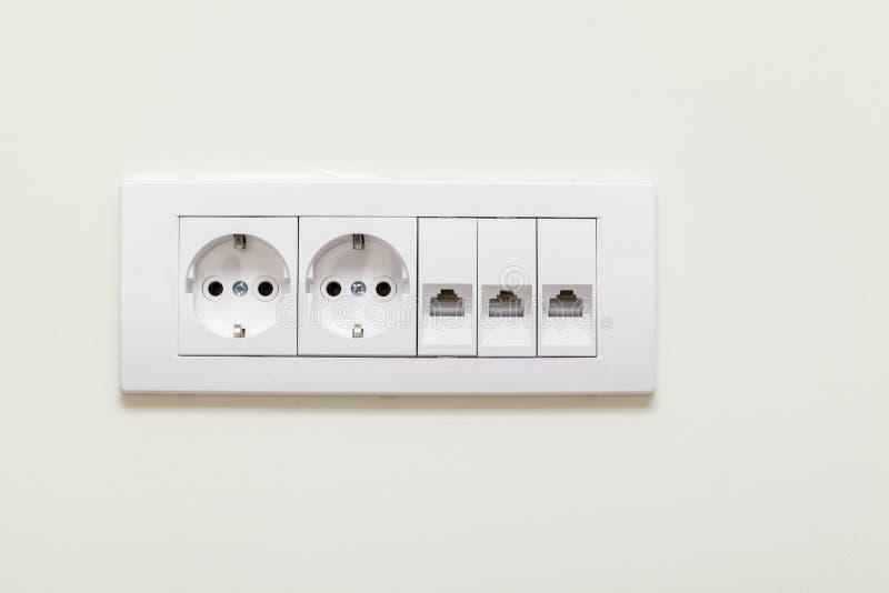 Prise et prise électriques pour des lignes téléphoniques photo libre de droits