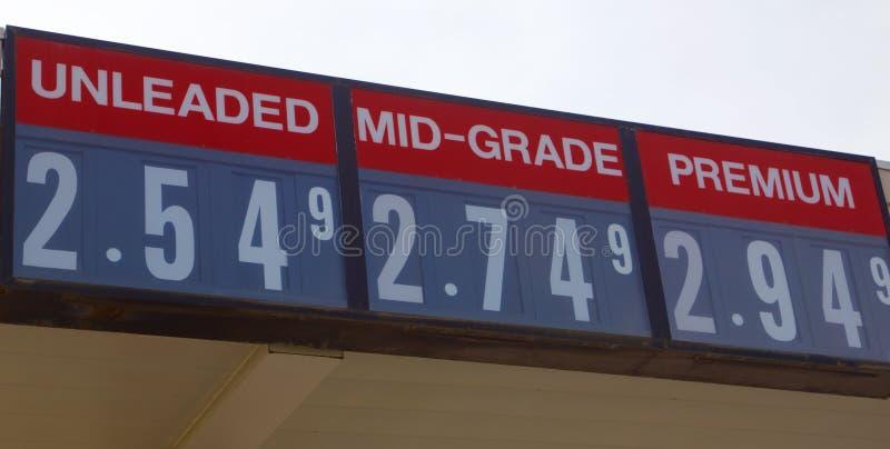 Priset av blyfritt, mitt--kvaliteten och högvärdig gas royaltyfria bilder