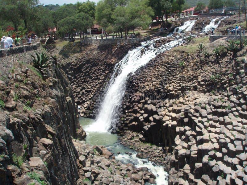Prismi e cascata basaltici di Santa MarÃa Regla, Messico immagini stock