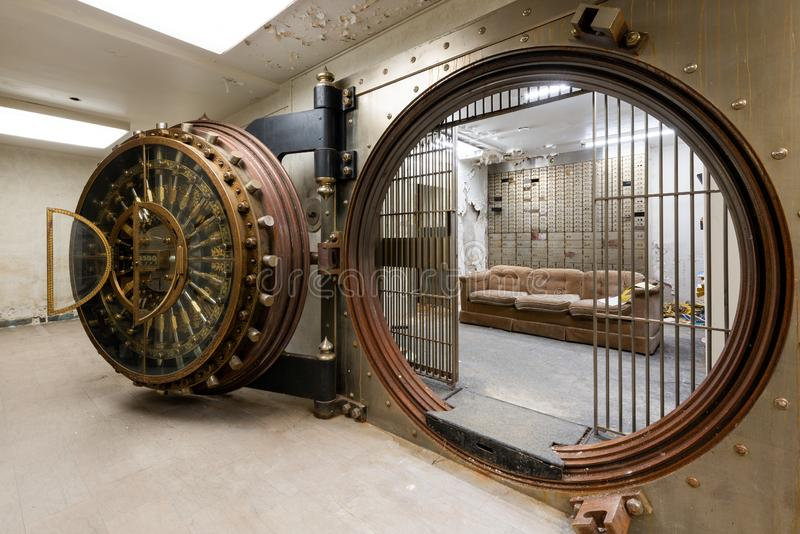 Pristine, Ornate Bank Vault - McKeesport, Pennsylvania royaltyfria bilder