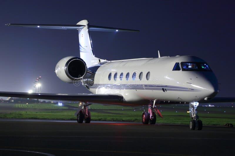 Privé Gulfstream G550 bij Sheremetyevo internationale luchthaven stock afbeelding