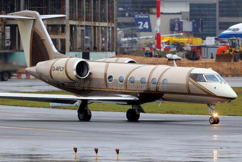 Privé Gulfstream G450 D-AFLY bij de internationale luchthaven van Vnukovo royalty-vrije stock afbeelding