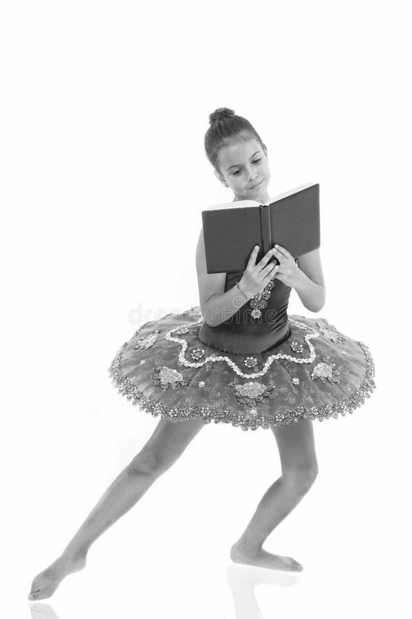 Privación de la bailarina de los niños La mayor parte del bailarín del niño del tiempo pasa en el entrenamiento del gimnasio y el foto de archivo