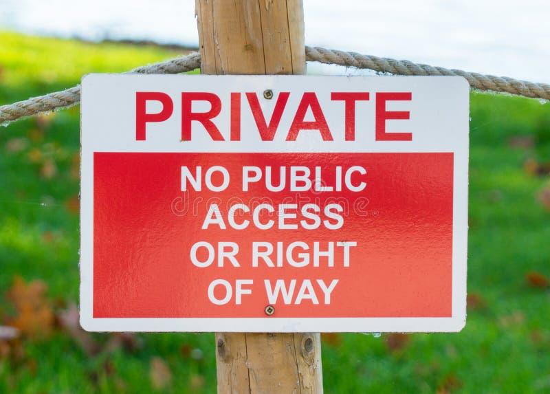 Privado - nenhum sinal de aviso do acesso público ou da prioridade fotografia de stock royalty free