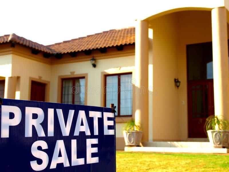privat försäljning för hus royaltyfri foto