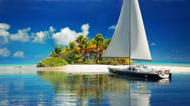 privat flykt Segelbåt som når en avskild tropisk ö för två stock illustrationer