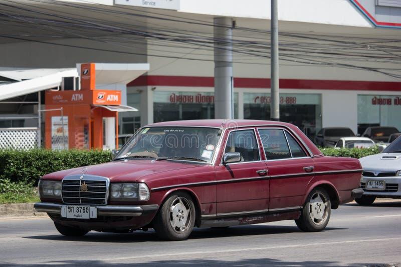 Privat gammal bil av Mercedes Benz 230E royaltyfri bild
