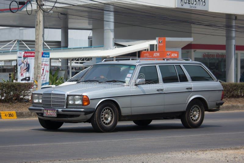 Privat gammal bil av Mercedes Benz 280TD royaltyfri foto