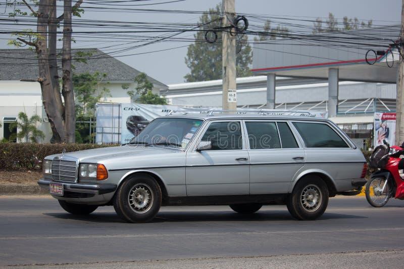 Privat gammal bil av Mercedes Benz 280TD fotografering för bildbyråer