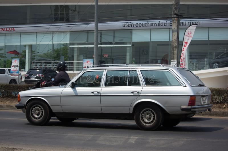 Privat gammal bil av Mercedes Benz 280TD royaltyfria bilder