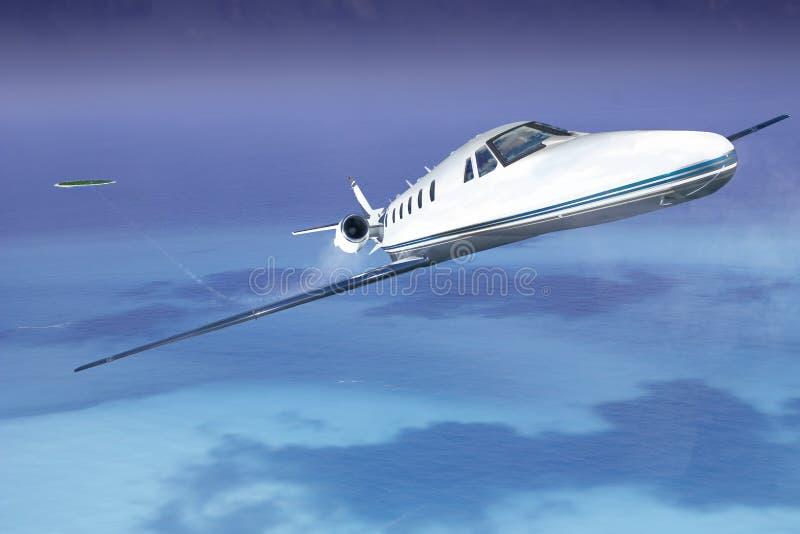 Privat jet i himlen som tar av från ön royaltyfria bilder