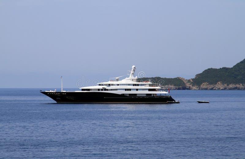 Privat lyxig yacht royaltyfri bild