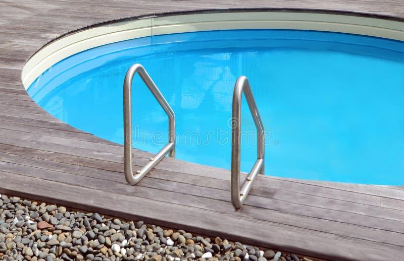 Privat simbassäng arkivfoto