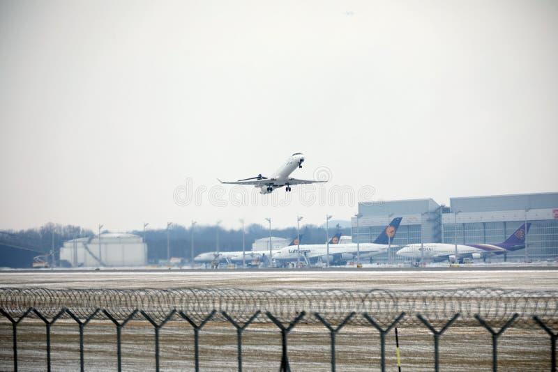 Privat stråle som tar av, Munich flygplats MUC fotografering för bildbyråer