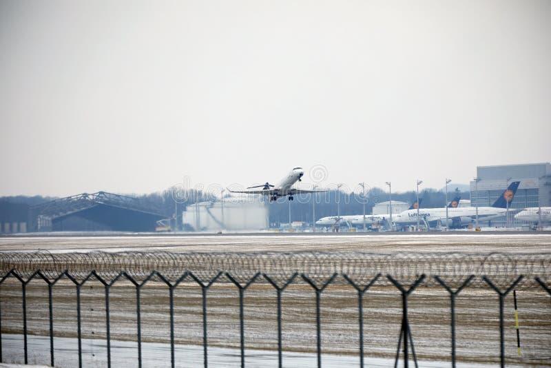 Privat stråle som tar av, Munich flygplats MUC arkivbilder