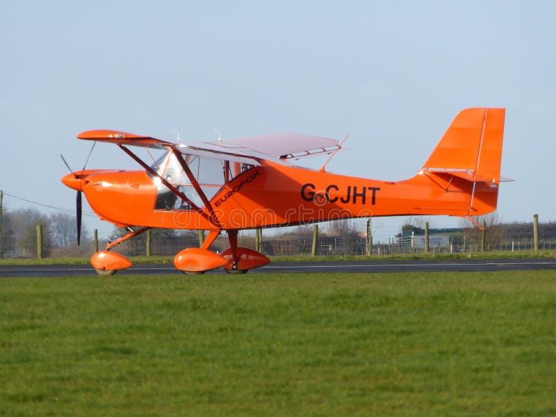 Private Flugzeuge am privaten Flugplatz lizenzfreie stockfotografie