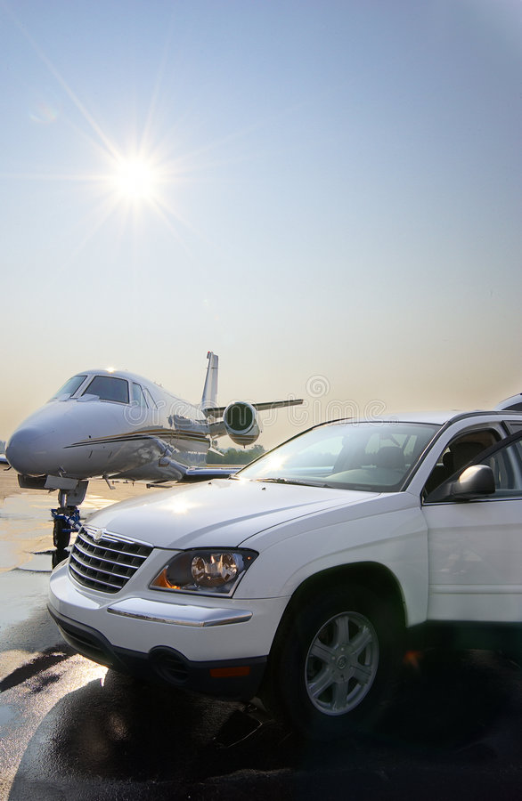 Free Private Jet And Car Rental Royalty Free Stock Photography - 8984457
